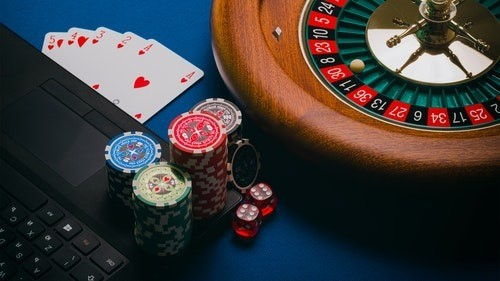 Caribbean stud poker kortspel Riesige